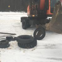 Ремонт колеса на полноповоротном эксковаторе в Истре #шиномонтаж #выезднойшиномонтаж #шиномонтажспецтехники
