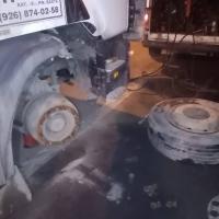 Взорвалось колесо, поставили запаску))) #шиномонтаж #грузовойшиномонтаж #выезднойшиномонтаж